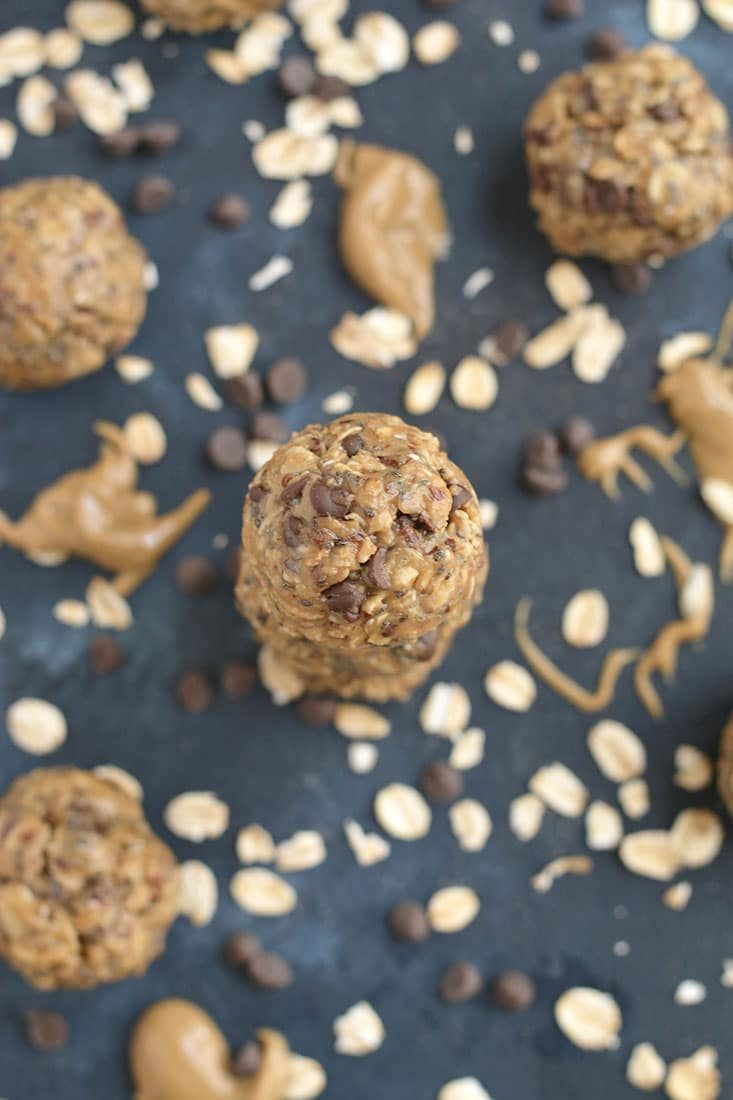Chocolate Almond Bites made with oats, almond butter, chocolate, flax and chia seeds are a healthy no-bake snack for those with a sweet tooth. The perfect lunchbox friendly snack bite! Gluten Free + Low Calorie