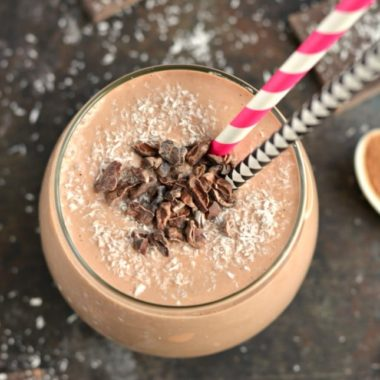Start your day with a thick and creamy Chocolate Almond Smoothie for breakfast that tastes like chocolate cookie dough. A gluten free, low calorie smoothie that's secretly good for you, this is smoothie is what dreams are made of!