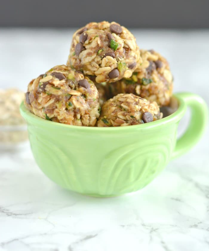 Zucchini Chocolate Oatmeal Bites make a stunning homemade snack. Made with shredded zucchini, oats and nut butter, these no-bake gluten free, low calorie bites will soon be your new easy go-to summer snack!