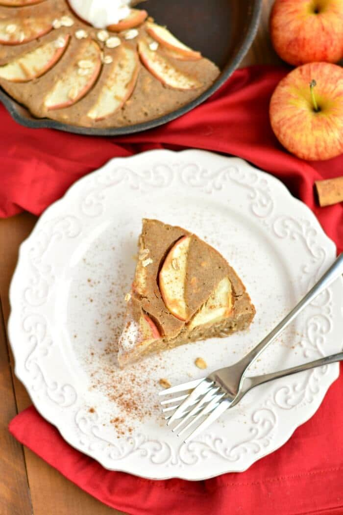 This Healthy Cinnamon Oat Apple Pie is a fast & easy puffed skillet pie made with freshly sliced apples & gluten free oats. The perfect no fuss breakfast or dessert! Gluten Free + Dairy Free + Low Calorie