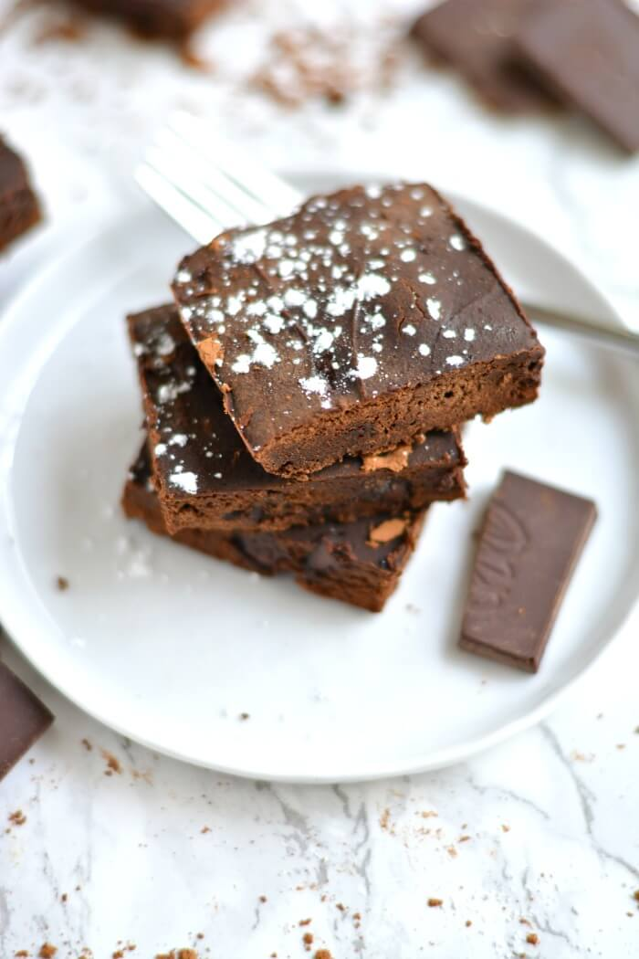 Silky 100 Calorie Fudge Brownies made healthy with rich dark chocolate and no added sugar or refined oil. The perfect treat to satisfy a sweet tooth!