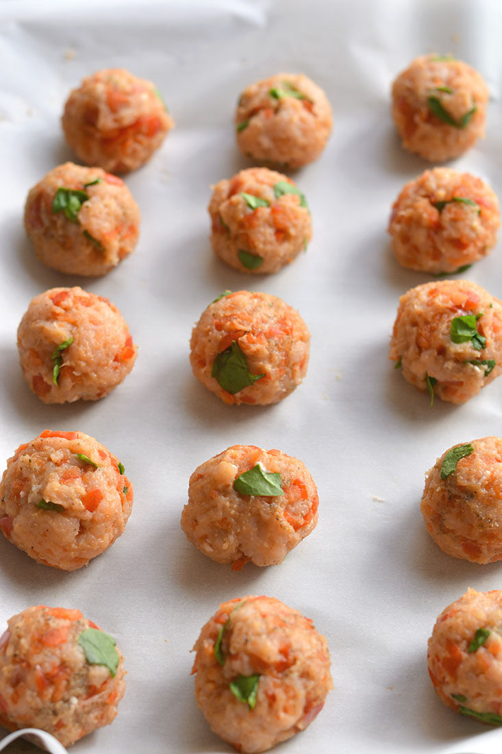 Paleo Breakfast Meatballs! Meatballs for breakfast! These protein & veggie packed balls are great for prepping in advance. Serve with eggs & take with you on the go. Easily customizable, simple to make & delicious! Gluten Free + LowCalorie + Paleo + Low Carb