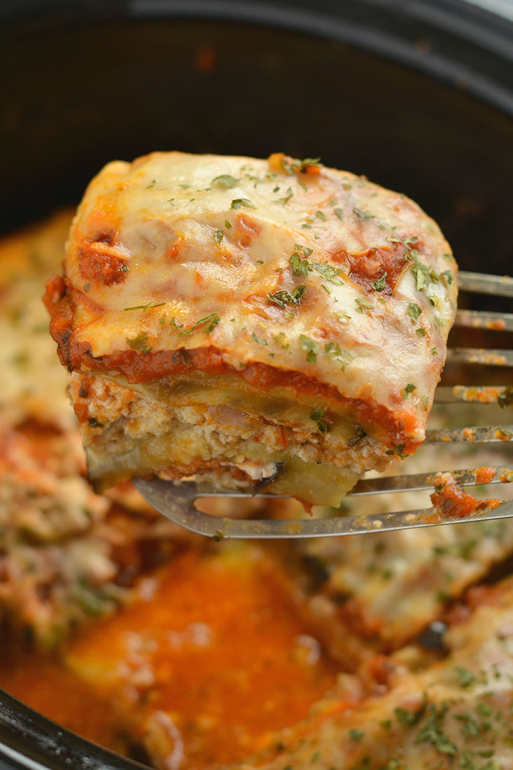 Low Carb Crockpot Lasagna! This no-noodle lasagna made with ground chicken, eggplant & cottage cheese is a healthier lasagna that's cheesy, tasty & light! Gluten Free + Low Calorie + Low Carb