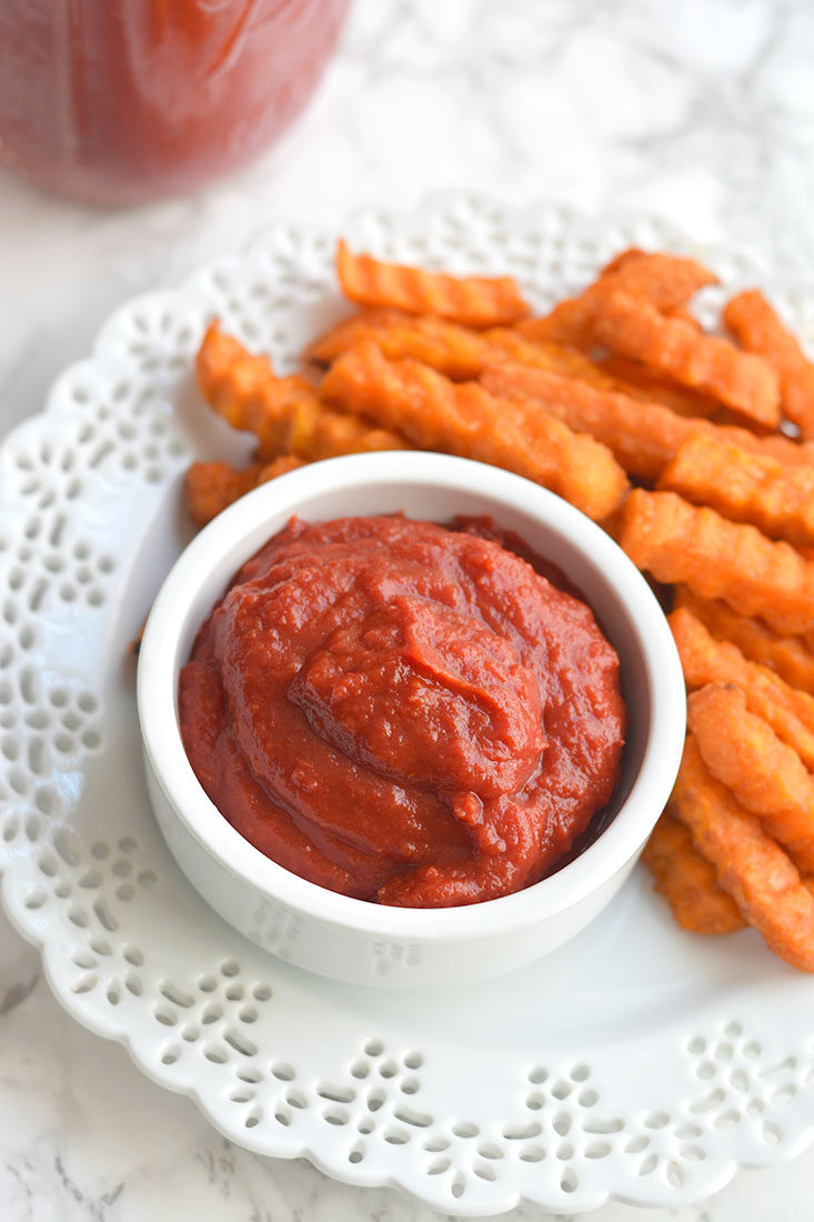 Low Sugar Ketchup! An easy homemade 5 minute ketchup recipe that's free of additives and low in sugar.Perfect for dipping and topping all your favorite foods with! Paleo + Vegan + Low Calorie + Gluten Free
