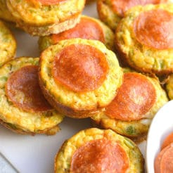 Skinny Pizza Egg Muffins {Paleo, GF, Low Cal, Low Carb}