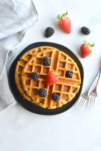 Meal Prep Whole Grain Pumpkin Spice Waffles {GF, Low Cal}