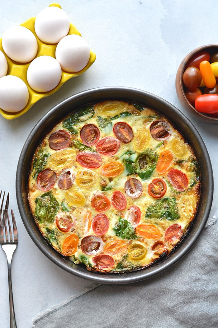 This Tomato Spinach Egg White Frittata is a healthy veggie-filled breakfast. An easy Whole30 recipe that's high protein and great for meal prep! Low Carb + Paleo + Gluten Free + Dairy Free + Whole30 + Low Calorie + Vegetarian