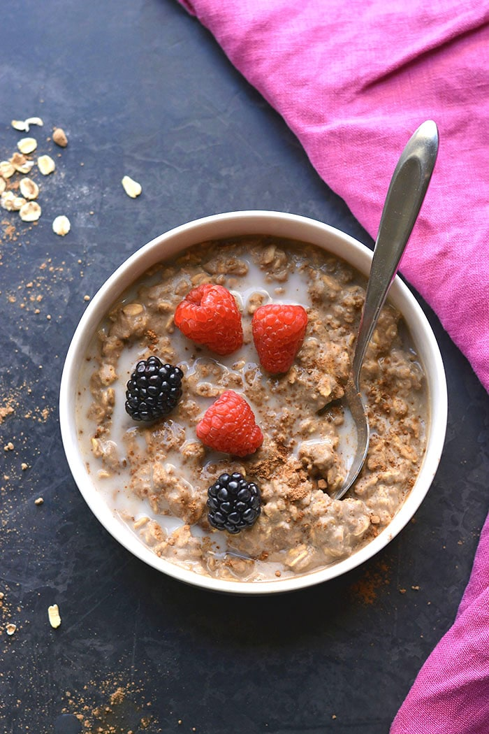 High Protein Chocolate Oatmeal! Makebetter balanced oatmeal with protein for balancing fat loss hormones and losing weight. Prep as instantoats or overnight oats with simple, healthy ingredients. Gluten Free + Low Calorie